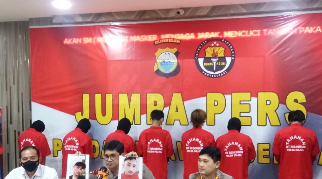 Kepolisian Daerah Sulawesi Selatan menggelar Press Konference terkait pengungkapan kasus penemuan mayat terbakar di Kampung Tompo Ladang, Desa Padaelo, Kecamatan Mallawa, Kabupaten Maros